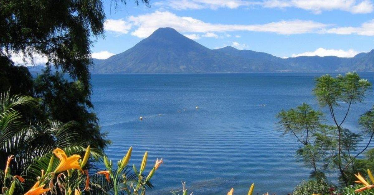 Entregan sello de bioseguridad turística a empresas de Quetzaltenango y Sololá