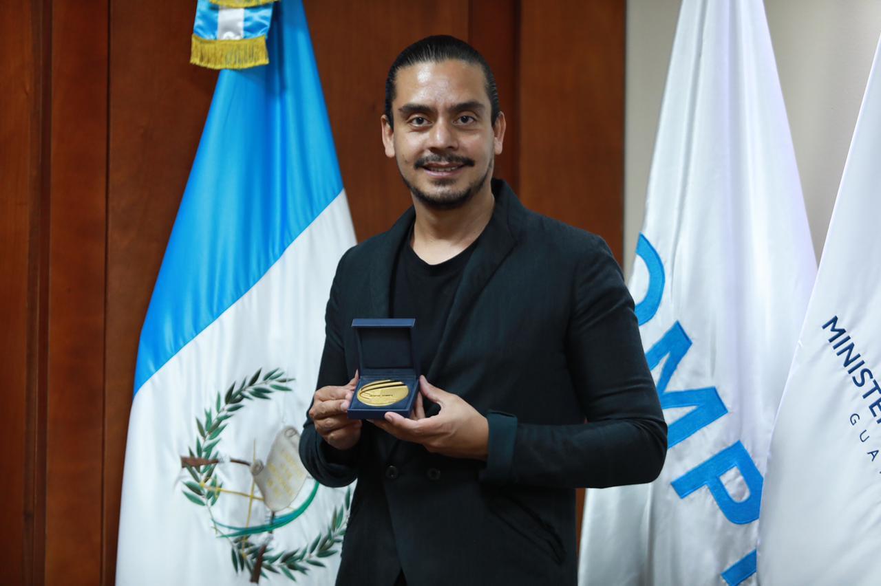 reconocen a Jayro Bustamante